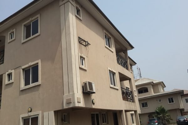 3Bedroom Flat with Swimming Pool on Esther Adeleke Street, Lekki Phase 1 N65m asking with Deed Of Assignment