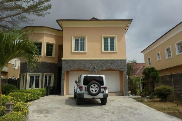 5BR Detached House with SP and 1Rm BQ at Nicon Town