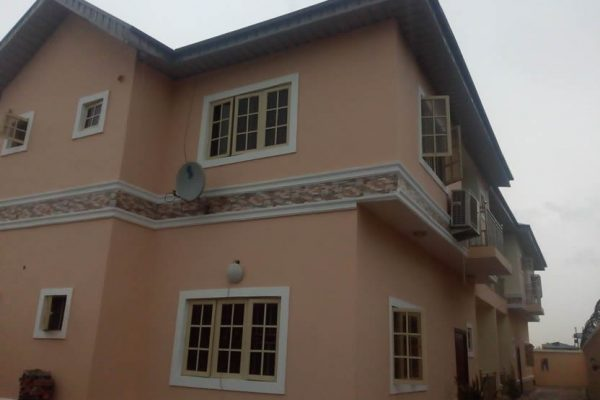 3Nos 3Bedroom Flat in Chevy View Estate